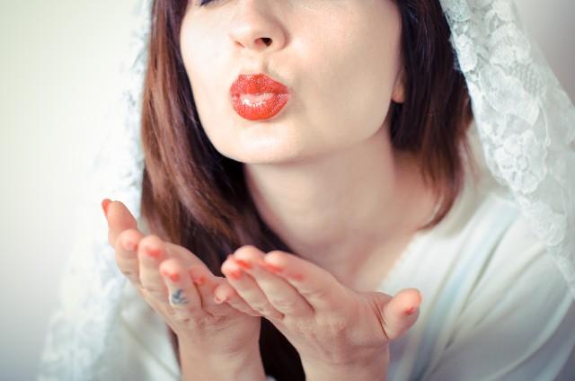 何歳で結婚するかやできちゃった婚の可能性など今後の展開を結婚線でチェックしよう