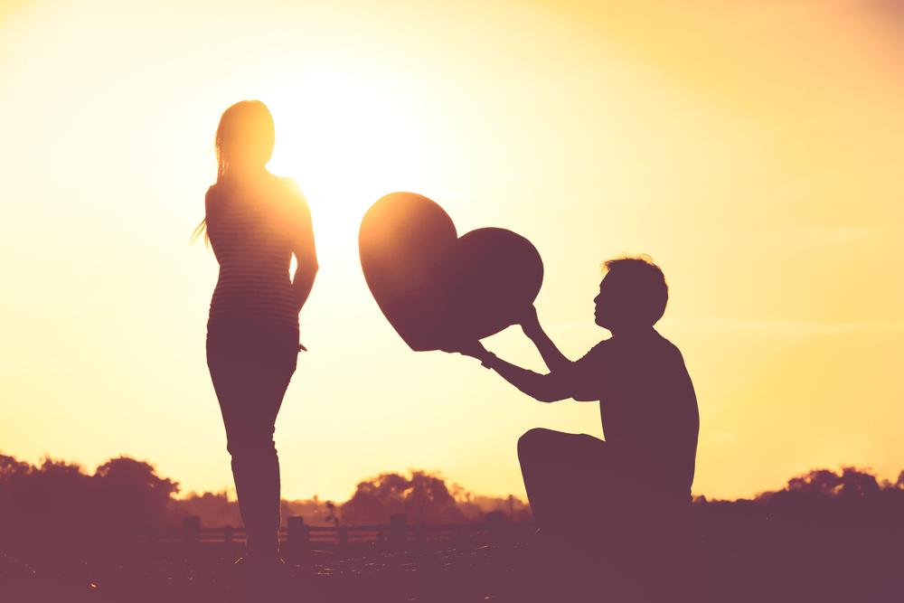 告白のタイミングを決断する前に、よく当たる恋愛専門の占い師に相談しよう