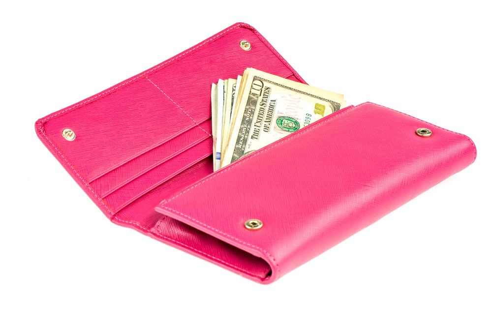 風水で運勢が上がる財布は何色?ピンク色・黒色・黄色・ゴールドの財布それぞれの特徴を紹介