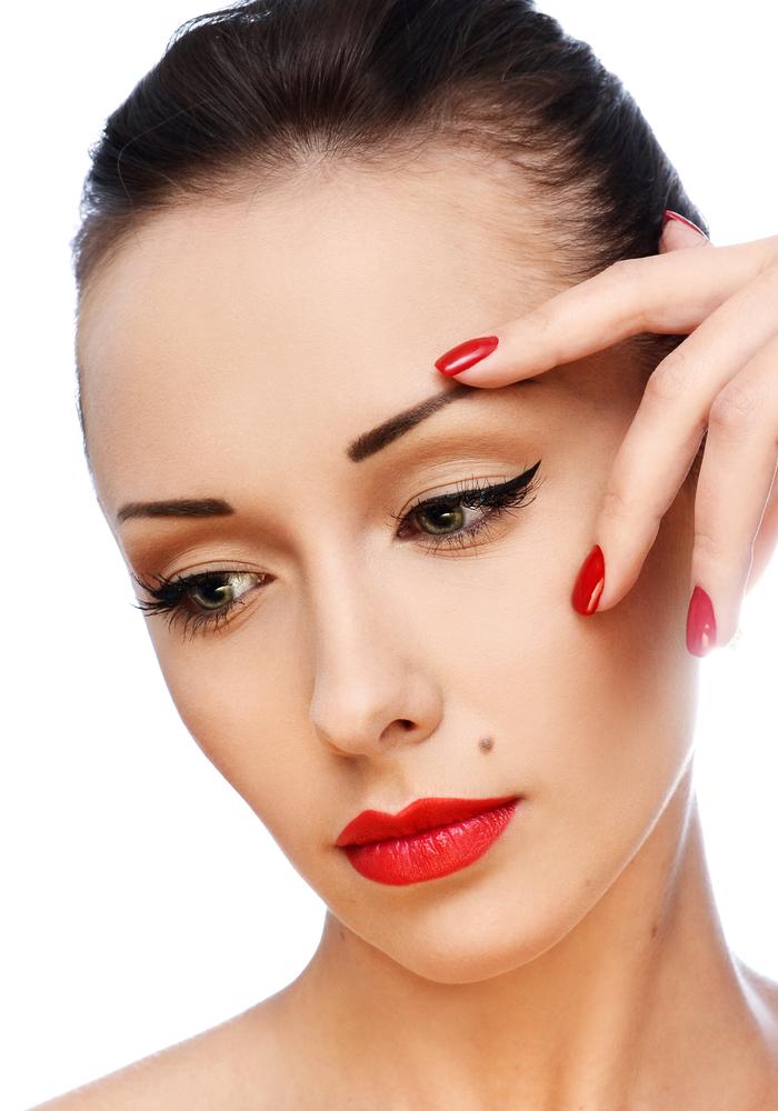 女性の顔のほくろの位置で運勢が分かってしまうほくろ占いについて紹介します