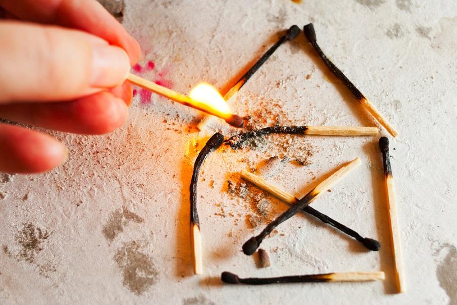 消す?見る?煙の色は?ボヤを含めた火事にまつわる夢占いの詳細についてチェックしてみよう