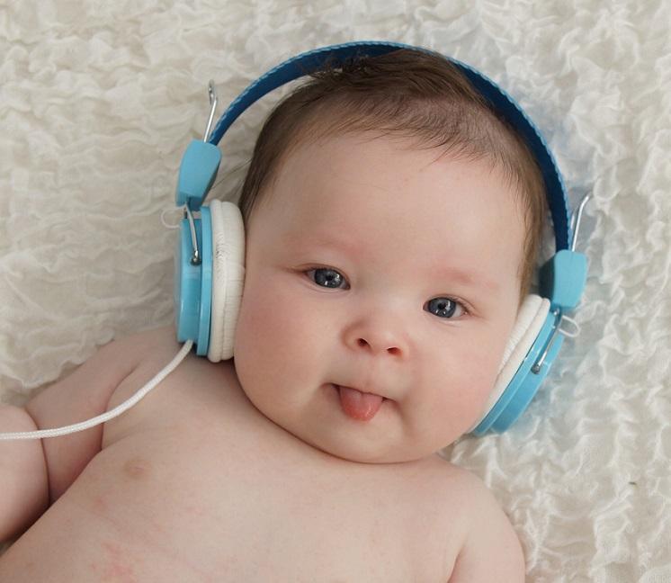 赤ちゃんを産む夢・抱く夢や赤ちゃんが笑う夢を見たときの夢占い診断とはどのような暗示なのか
